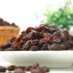 calories in raisins
