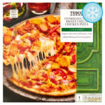 Calories in Tesco Stonebaked Thin Sweet Chilli Chicken Pizza Thin & Crispy